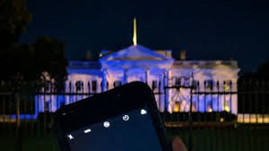 white house lit up blue to honor officers something obama