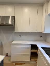 white dove kitchen cabinets bm white dove kitchen cabinets looks like 2 different whites