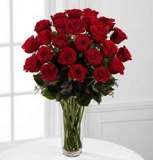 a dozen roses fancy roses arranged in vase kremp