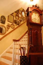 Decorating Staircase by Decorate Staircases With Vintage Photos Mirrors And Small Wall