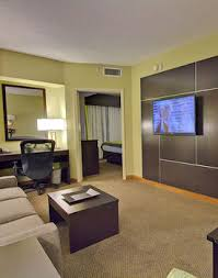 2 Bedroom Suites In Tampa Florida Tampa Fl Hotel Suites Holiday Inn Express Tampa Presidential Suites