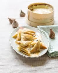cuisiner les figues bricks de figues séchées et vacherin mont d or aop régal