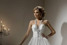 Hochsteckfrisurenen Neckholderkleid by The 25 Best Hochsteckfrisuren Neckholderkleid Ideas On