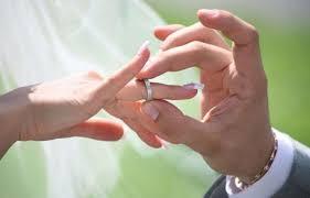 images mariage des fiançailles qui ont duré 36 ans aboutissent finalement à un