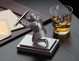 cool pen holders executive knight pen holder thinkgeek