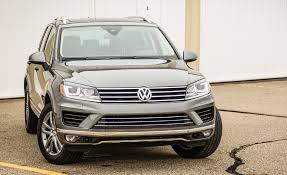2017 volkswagen touareg in depth model review car and driver