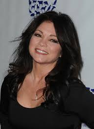 how to get valerie bertinelli current hairstyle valerie bertinelli long curls valerie bertinelli hair looks