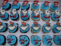 dr seuss cupcakes happy dr suess day 3lil cupcakes made these awesome cat in the hat