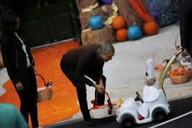 Pope Halloween Costume Barack Michelle Obama Laugh Tiniest Pope U0027s Halloween
