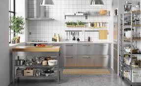 edelstahl küche pflegeleichte küchenfronten welche materialien holz kunstoff
