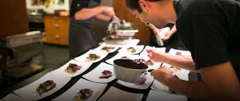 cuisine a domicile tarif réservez votre chef à domicile repas cours de cuisine cocktail