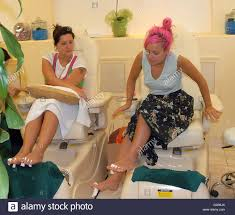 lily allen and her friend visit a nail salon on melrose avenue