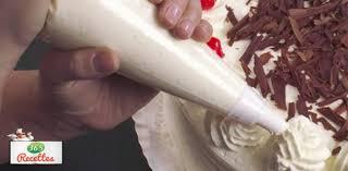 poche cuisine douille décoration d un gâteau avec la poche à douille