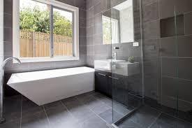 badezimmer grau design badezimmer grau design entwurf tapete auf badezimmer plus grau