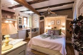 tva chambre d hotel studio 3 etoiles pour 2 personnes dans les remparts de riquewihr sur