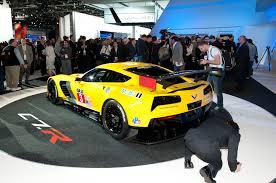 corvette c7 r chevrolet corvette c7 r debuts at 2014 detroit auto