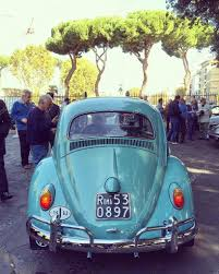 old blue volkswagen старый синий volkswagen beetle u2013 стоковое редакционное фото