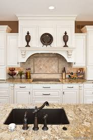 traditional backsplashes for kitchens best 25 traditional white kitchens ideas on