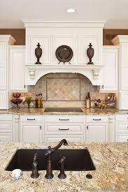 traditional kitchen backsplash ideas best 25 traditional white kitchens ideas on