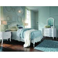 Traditional Style Bedroom Furniture - this twin bedroom set is elegant sophisticated and the perfect