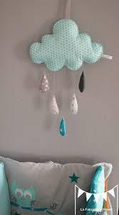 diy déco chambre bébé mobile nuage turquoise lagon gris étoiles gouttes de pluie