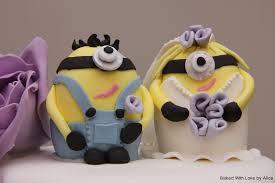 minion wedding cake topper wedding cake with minion toppers