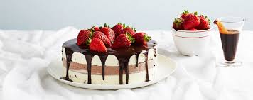 chocolate and vanilla ice cream cake with strawberries cake