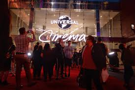 Six Flags Tinseltown Hollywood Heavyweights Help Open Universal Citywalk U0027s New Theater
