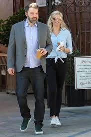 Comfort Photo Ben Affleck And Lindsay Shookus In La After Thanksgiving People Com