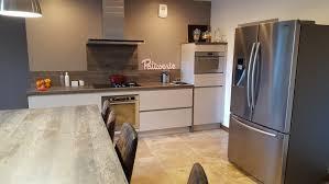 cuisine travertin travertin de marbre sur sol d un et salle de bain