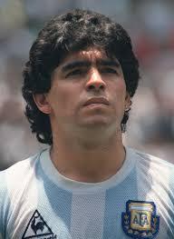 اسطورة القدم دييغو أرماندو مارادونا الأرجنتينى