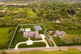 let u0027s check in with countess luann u0027s old bridgehampton property