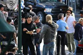 tom hiddleston eats lunch on thor set abc news australian