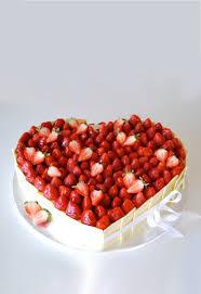 hochzeitstorte erdbeeren erdbeer torte hochzeitstorte bestellen gofeminin