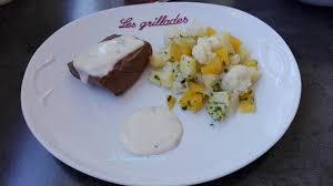 cuisine de saison pavé de boeuf sauce roquefort et légumes de saison à l huile d olive