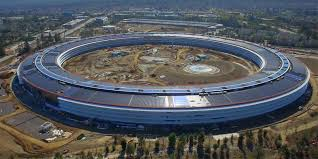 apple siege social apple park un drone filme l avancée des travaux belgium iphone