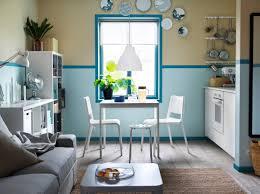 table cuisine blanche cuisine blanche et bleue avec table extensible vangsta deux