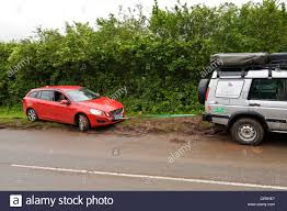 2004 land rover discovery off road land rover tow stock photos u0026 land rover tow stock images alamy
