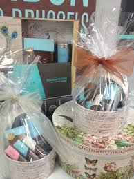 engagement gift basket fabulous ideas for a wedding gift basket 1000 ideas about