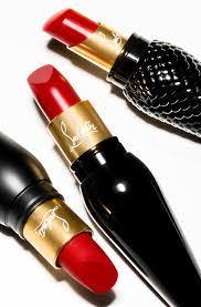 louboutin objets de séduction escarpins vernis et rouge à lèvres