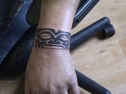tatouage bracelet avant bras tatouage polynésien tiki tatouage tribal