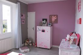 astuce déco chambre bébé chambre bebe gris prune famille et bébé