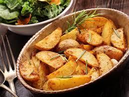 cuisiner la pomme de terre pommes de terre au romarin une recette soscuisine
