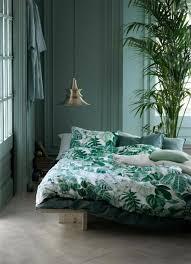 plante verte dans une chambre à coucher chambre à coucher chambre à coucher design vert bleu sol en bois