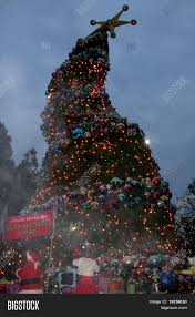 los angeles dec 23 grinchmas crooked christmas tree at the