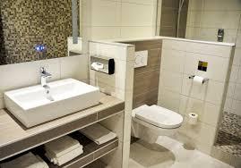 salle de bain dans une chambre rénovation salle de bain de chambre d hôtel hotel renovation fr