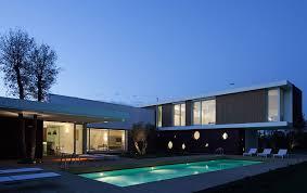 classy modern villa brings breezy palm springs style to italian