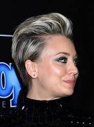 penny bun hairstyle big bang kaley cuoco smoky eyes and pixie haircut look