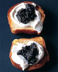 caviar recettes cuisine brioche caviar crème fraîche pour 2 personnes recettes à table