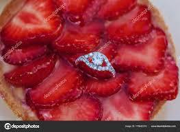 jeux de aux fraises cuisine gateaux jeu engagement des anneaux sur dessus gâteau aux fraises sucré